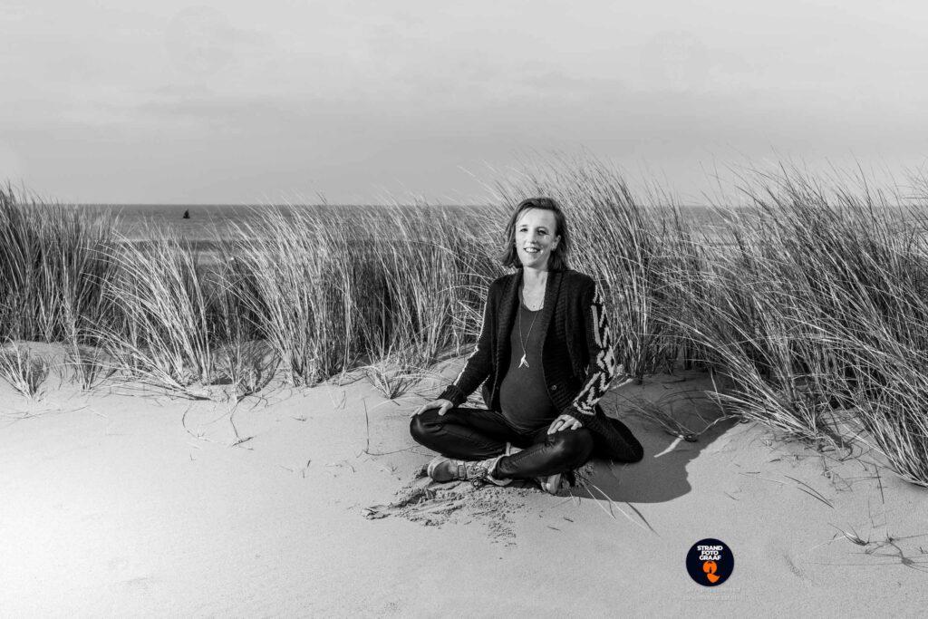 zwangerschaps fotoshoot op het strand